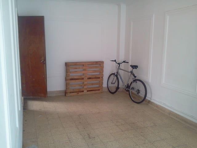Habitacion cómoda y  en casa amplia - La Plata - Hus