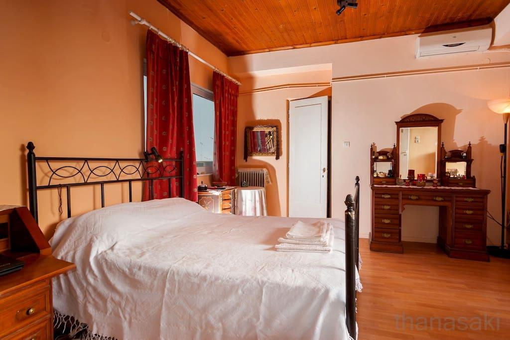 το δωμάτιο από τη δυτική πλευρά