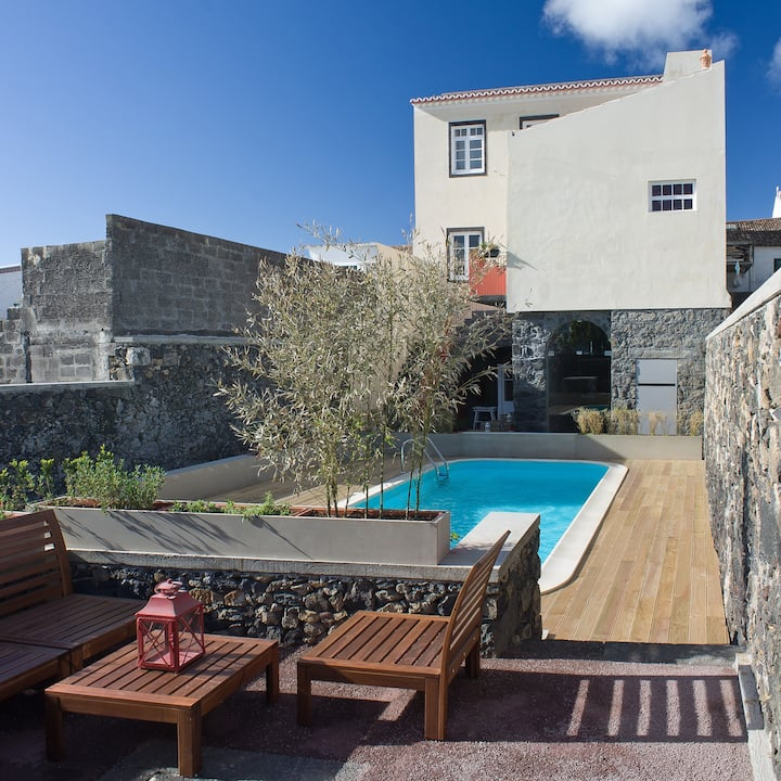 Lovely Azorean House! city center/swimming pool