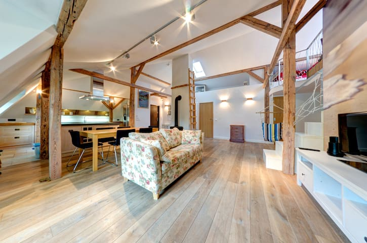 LOFT - UNIQUE APARTMENT FOR 8 PEOPLE with JACUZZI