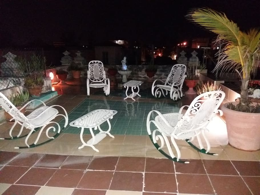 grand terrace at night/gran terraza de noche