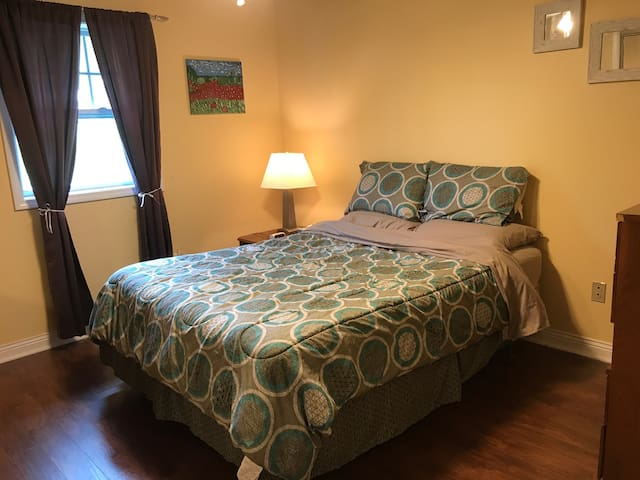 Queen Bed - Spacious Home, Family & Pet Friendly