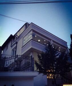 Spacious Modern Home in Prishtina - Prishtinë - 獨棟