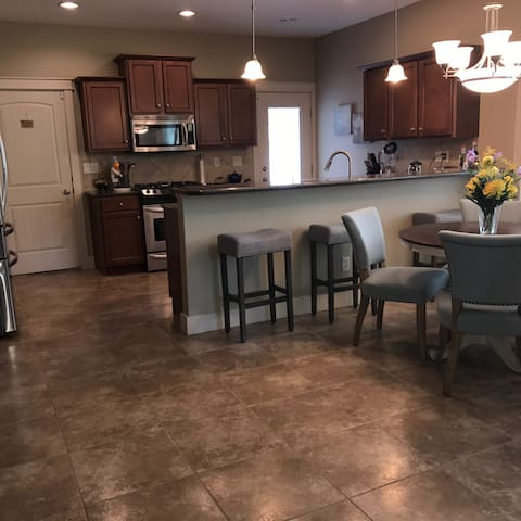 Kitchen/Dining available for guest use
