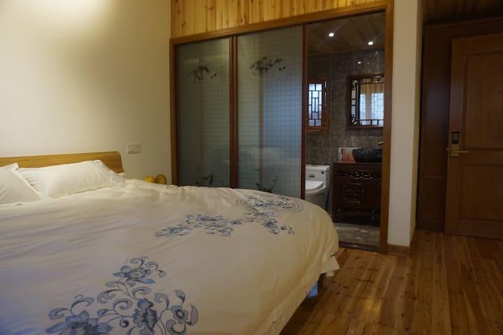 原木结构橡木大床房,六扇格子排窗,采光风水好 - 宁波市