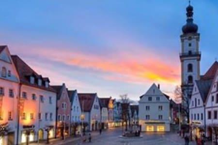 Schönes neu renoviertes Zimmer - Weiden in der Oberpfalz - Talo