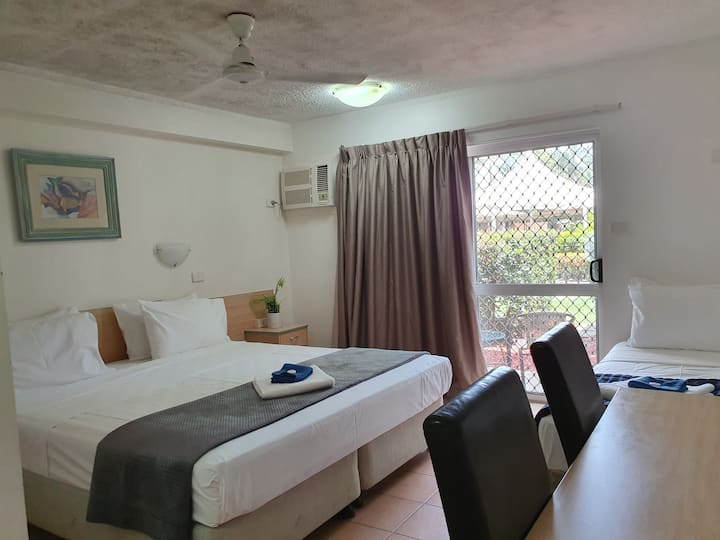 A King en suite motel room Gateway resort Cairns