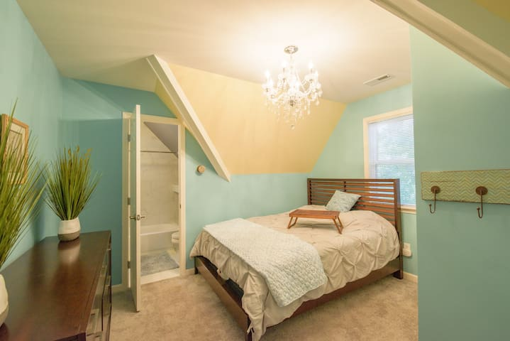Queen Size Bed (dresser and closet in room)