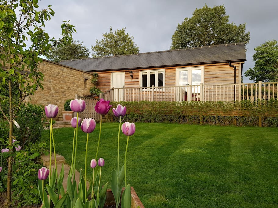 Surrounded by an idyllic Cotswold Garden