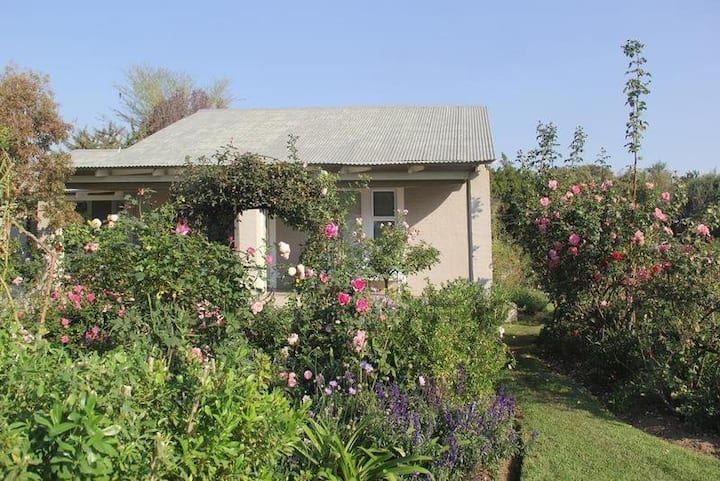 Bella Rosa-Two Bedroom Cottage