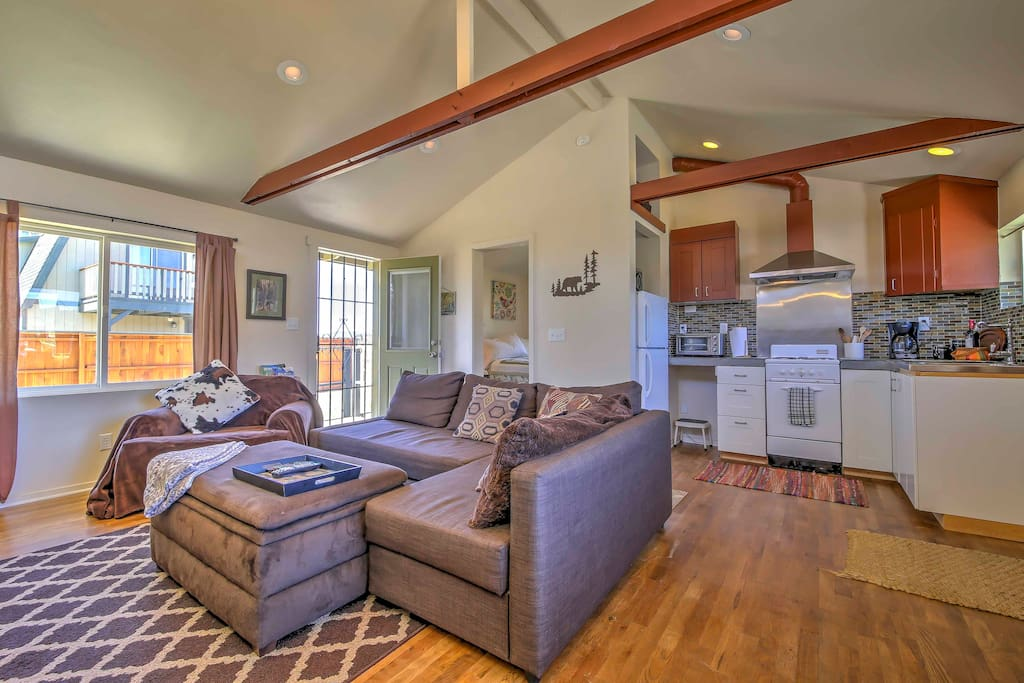 Enjoy a stylish & peaceful stay in Big Bear City at this 1-bedroom cabin.