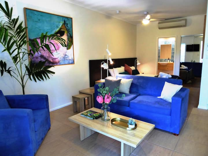 PORTSEA60 - perfect quiet romantic resort getaway