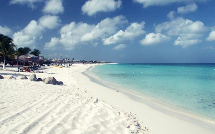 Palm Beach Walk to Beach 2min High Rise Hotel Area