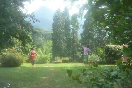 Villa mit Garten und Aussicht - Castelveccana - Wohnung