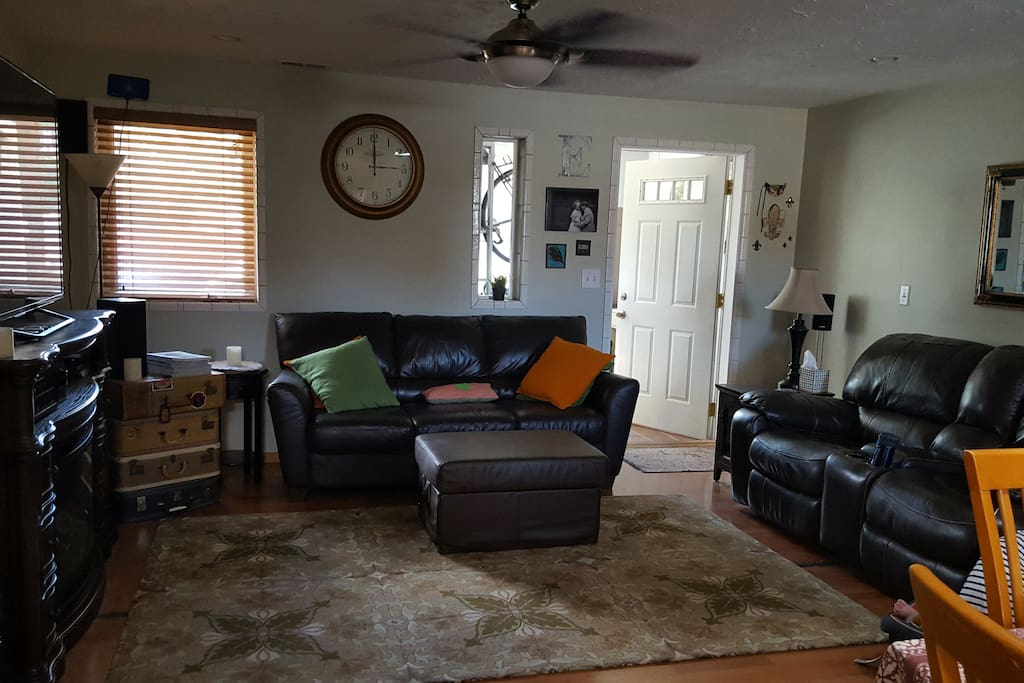 Living room with seating for 5/6 - queen sleeper couch