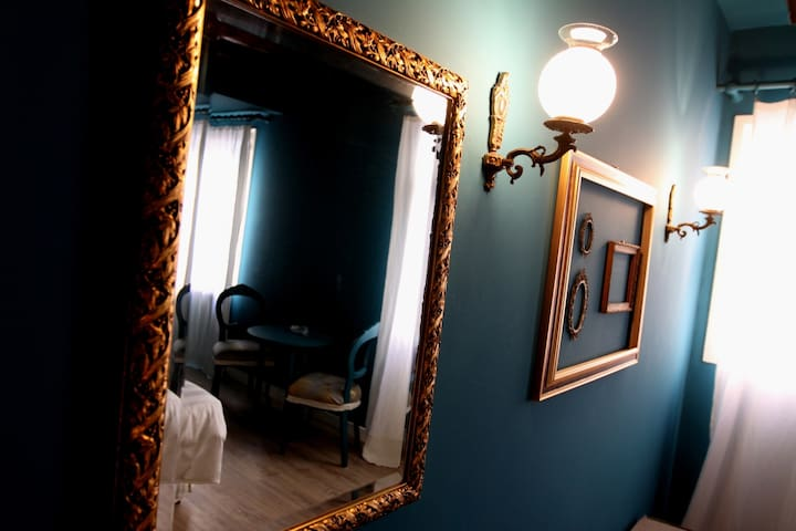Vintage and Classy room Dark Taurquise