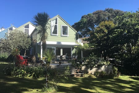 Peaceful Auckland home in suburb close to CBD - โอ๊คแลนด์