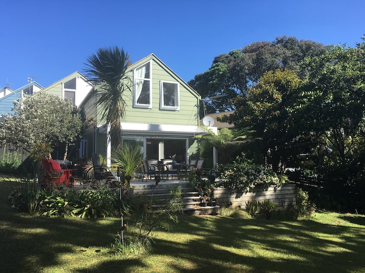 Peaceful Auckland home in suburb close to CBD