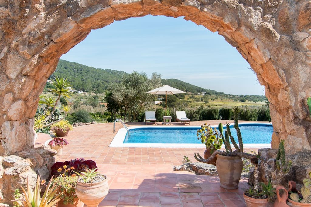 Details of the authentic finca with all the amenities and luxury of this time
