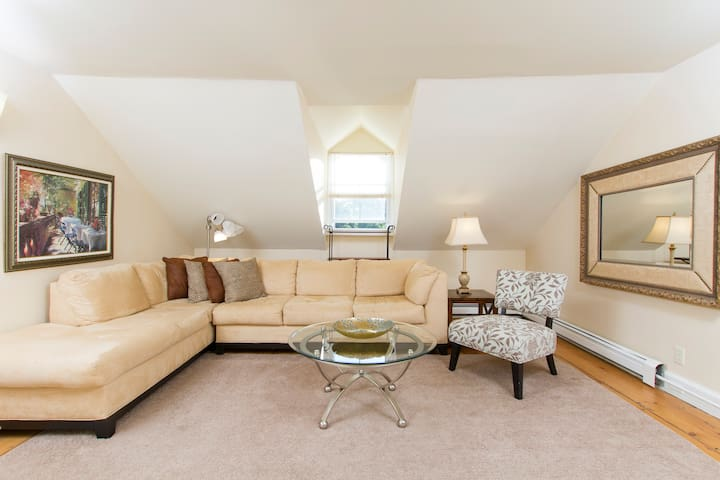 Unit 4 - Large 2-Bdrm Apt on 3rd Flr