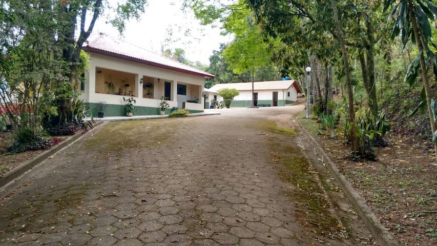 Chácara Ypê - Conforto e lazer - Pouso Alegre - Cabana