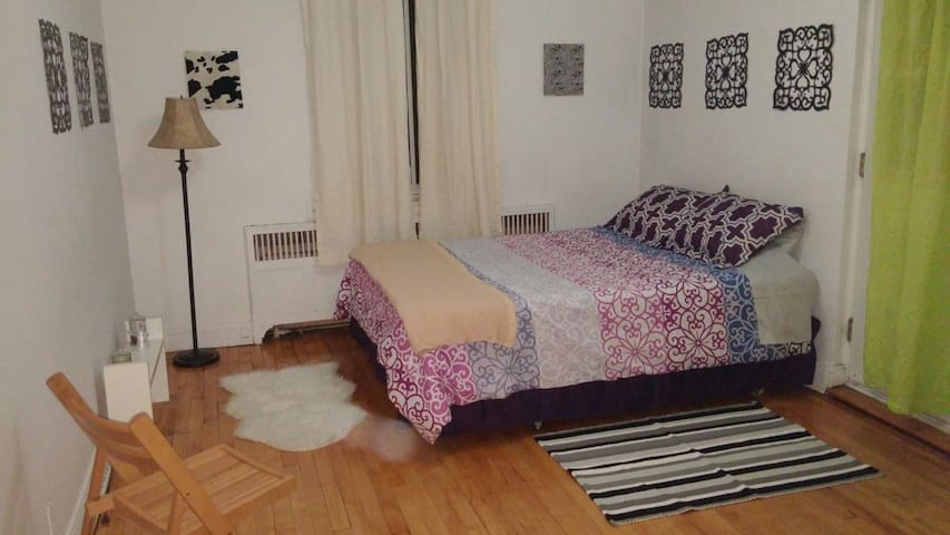 Spacious Private Bedroom super close to METRO&CITY
