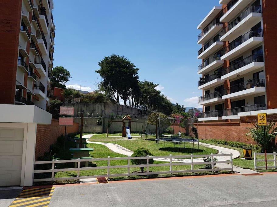 Apartamento zona 11 Las Charcas con seguridad las 24 horas . Tel: 52050417 ,  Ciudad Guatemala