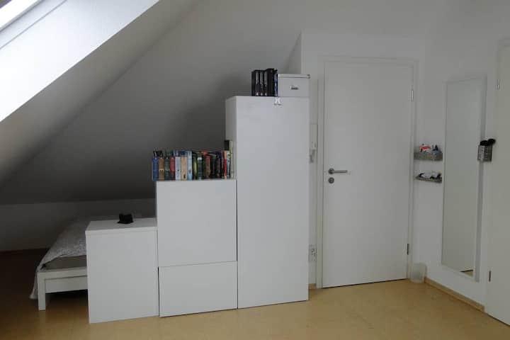 Komfortables Dachstudio, Comfortable Loft-Studio.