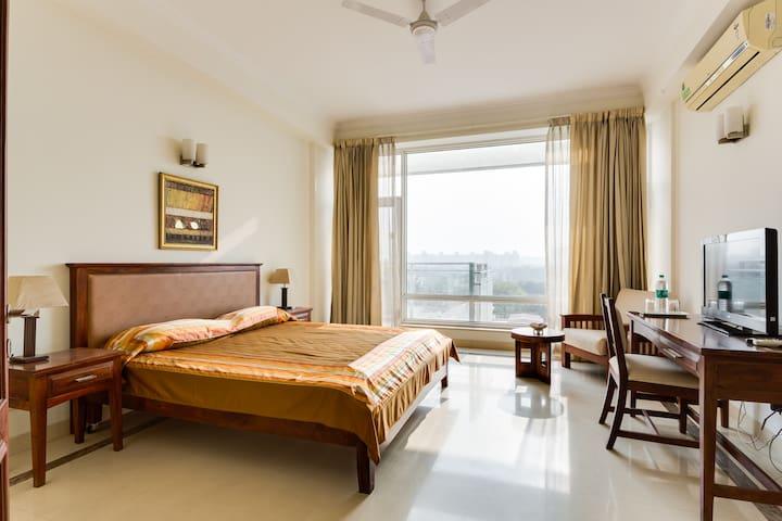 Golf View Jaypee Greens Pari Chowk - Greater Noida