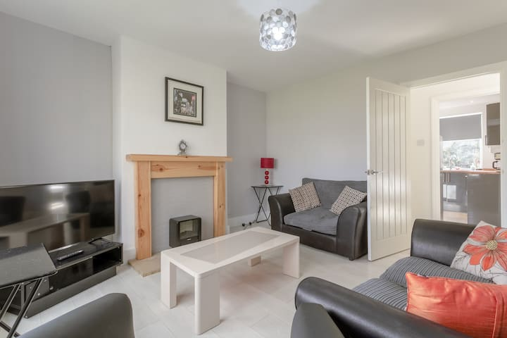 Stunning 2-Bed Apartment in Morden.