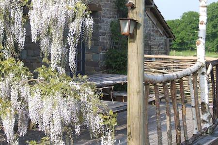 """"""" La ferme D'Etiennette""""20 mn de Granville - Le Mesnil-Rogues - Oda + Kahvaltı"""