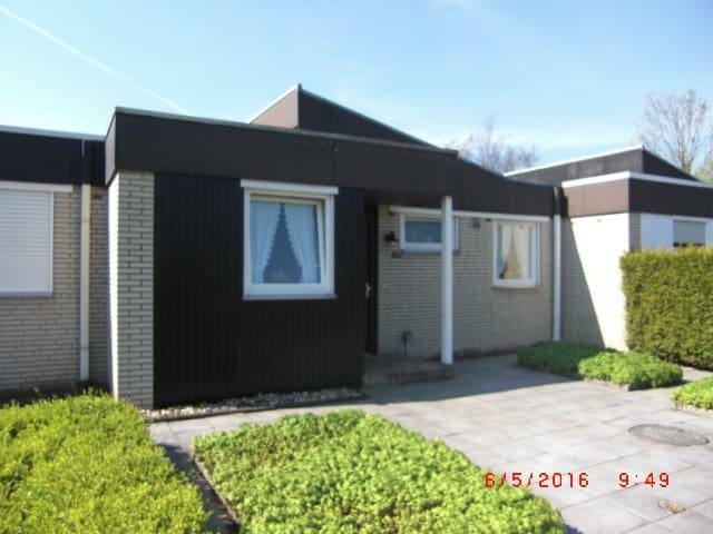 Ferienhaus in Horumersiel Nordsee Haustier Hund