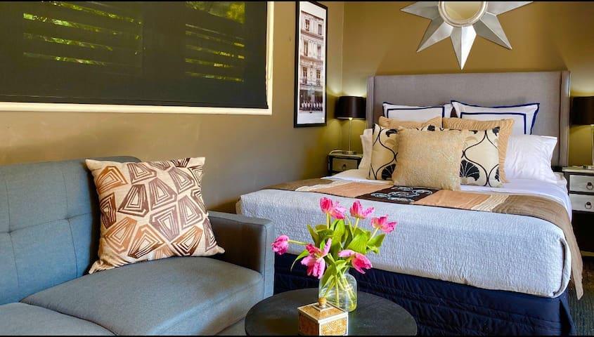 Cosy relaxing Bedroom Sitting area