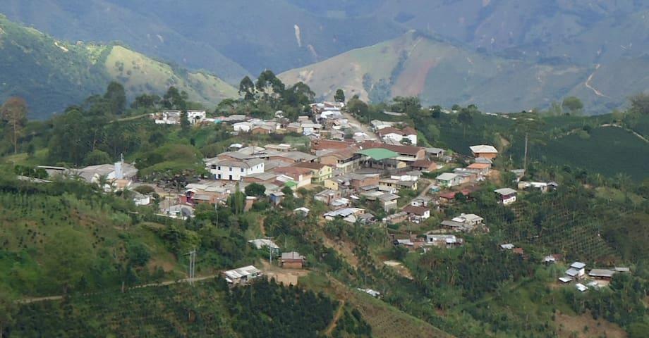 Finca Campesina Sencilla, Ciudad Bolívar Antioquia - San Gregorio - House
