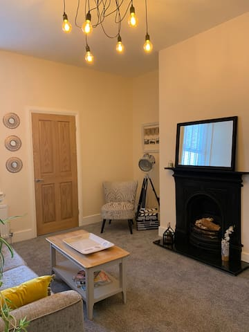Newly Renovated Flat with Free Parking
