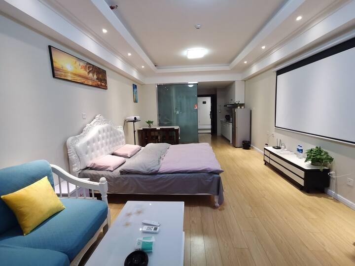 【好马民宿公寓】万达广场 100寸4K投影大床房 智能门锁 无人执守 自主入住