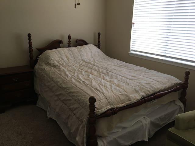 New Private Room in Lancaster, CA (E/S Room)