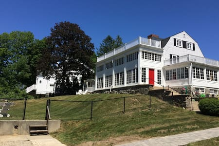 Historic home with beautiful views and location. - Windham - Huis
