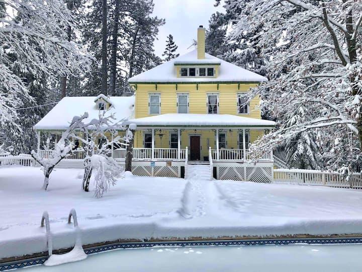 Crystal Springs Inn (Amethyst Room)
