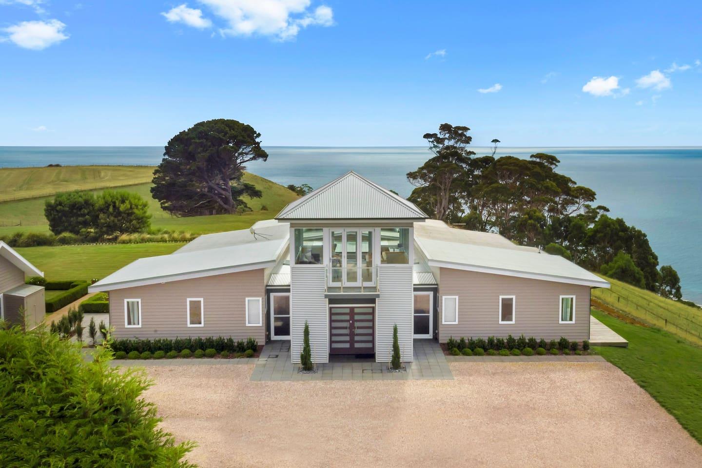 Table House - oceanfront luxury accommodation Tasmania