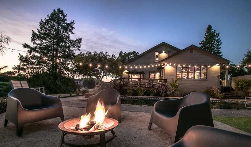 Gorgeous ranch & vineyard w/ pool, hot tub, deck, firepit & stunning views!