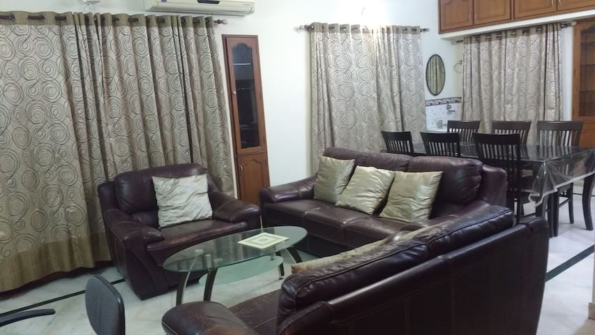 Serene Room for relaxing stays,150 m from RK beach