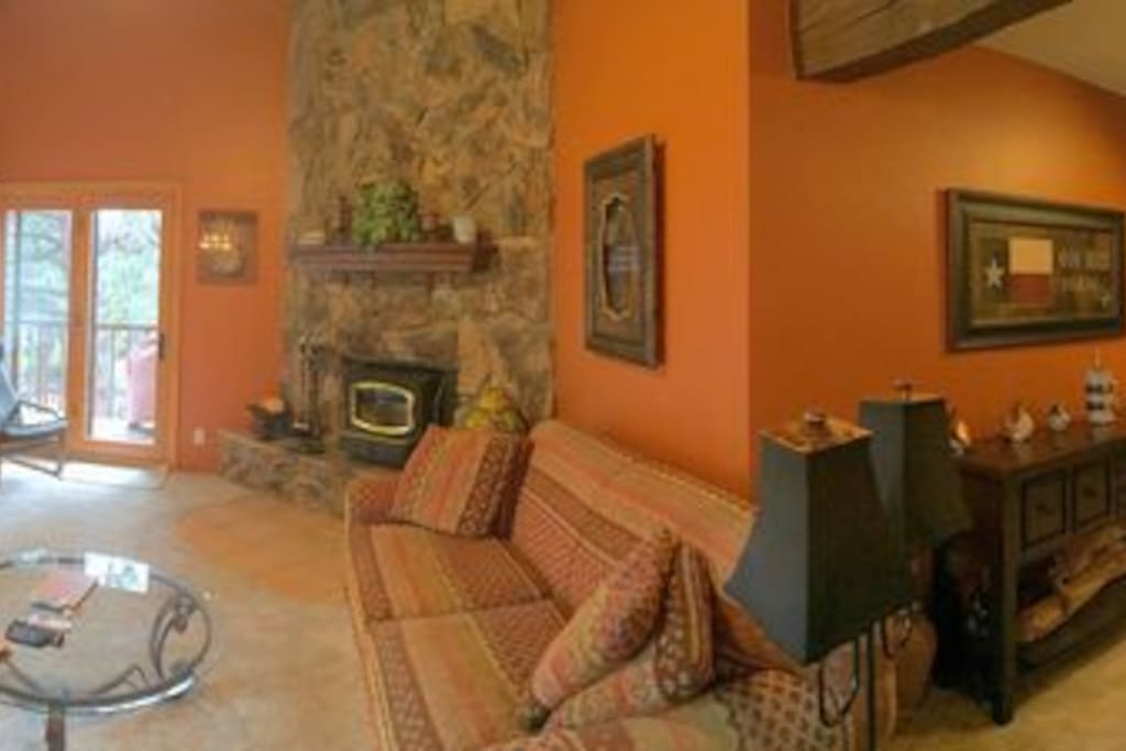 Large family room/breakfast area with high ceilings