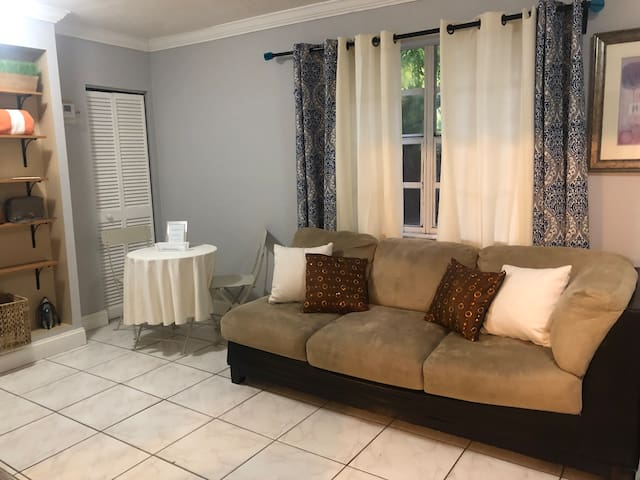 MIA apartment 15 minutes away from the airport!