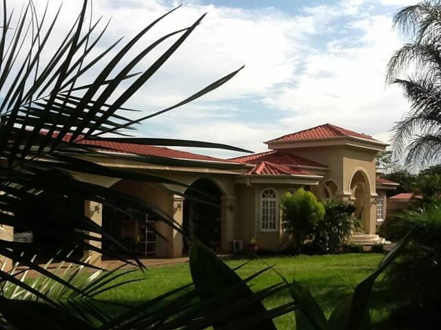 Casa grande de lujo privada segura