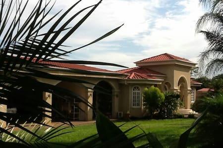 Casa grande de lujo privada segura - Miramar - บ้าน