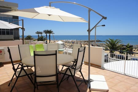 T2 Sea front Quarteira Algarve. 30 m2 terrace - Quarteira - 아파트