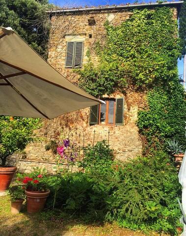 Antica Torre nella verde Tuscany - Arezzo - Hus