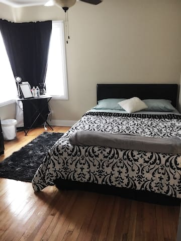 Special offer-Cozy private bed & private bathroom