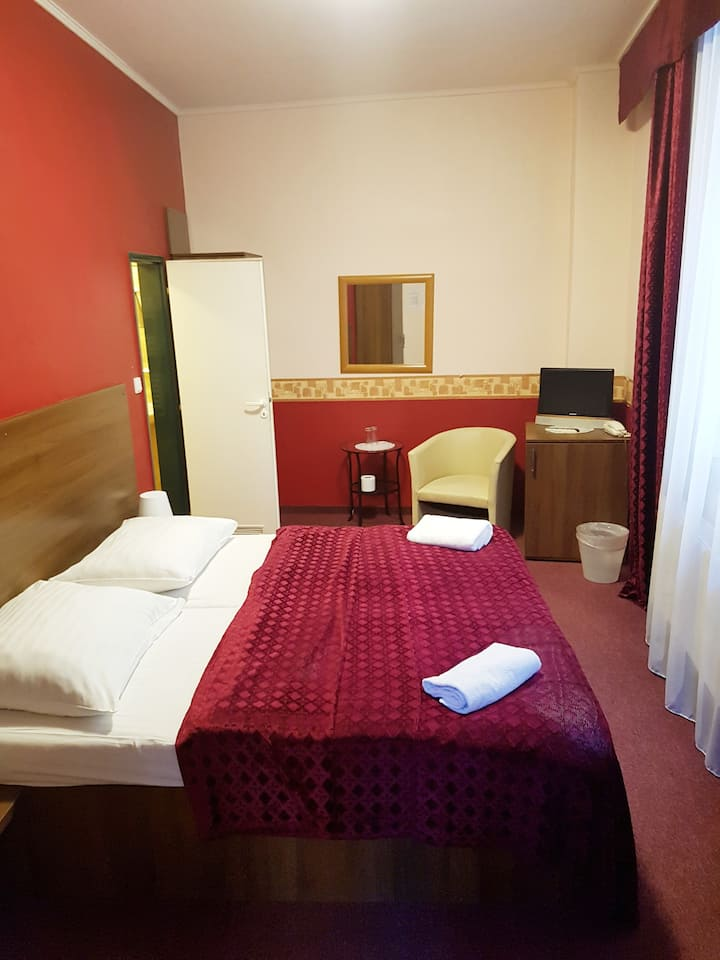 Уютная комната в отеле  в самом центре Праги.